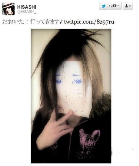 吉他手HISASHI戴小唯面具