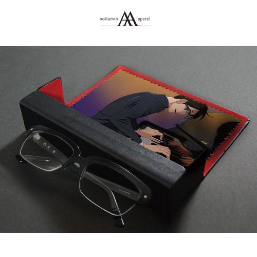 眼镜、眼镜盒与眼镜布的合影