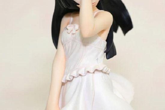 连衣裙的褶皱阴影塑造的很完美