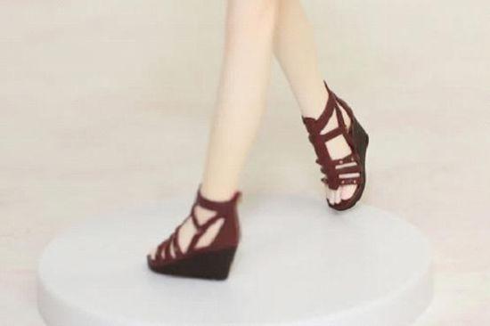 脚趾尖和凉鞋的特写