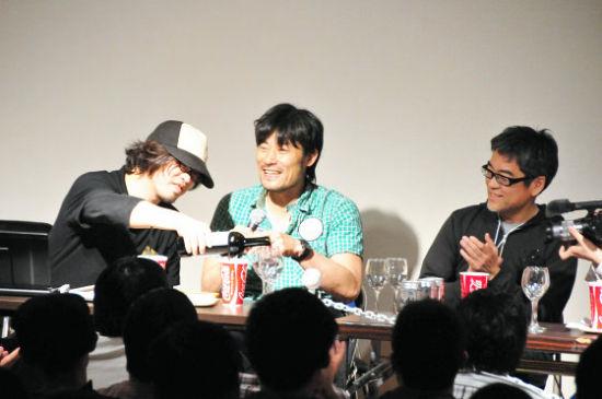 UFO TABLE 社长近藤光(中央)