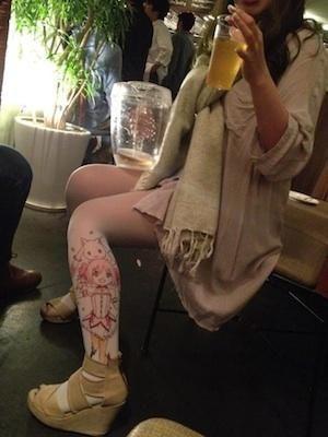 """丝袜诱惑的革命 日本宅女自制二次元""""痛丝袜"""""""