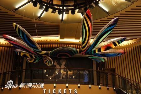 大厅的空中悬浮着巨大使徒的模型