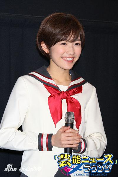 渡边麻友短发姿亮相《被狙击的学园》放送会